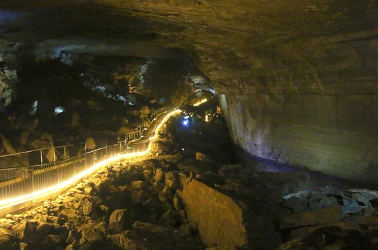 Woodville, อลาบาม่า: Long walkway in Cathedral Caverns