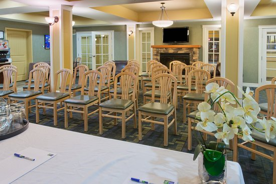 Holiday Inn Express Hotel & Suites Courtenay Comox Valley SW: Great Room set up Theatre Style