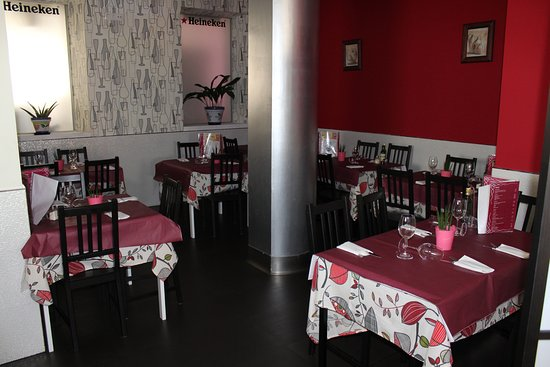 Comedor Casa Leon - Picture of Casa Leon Bar Restaurante, Santona ...