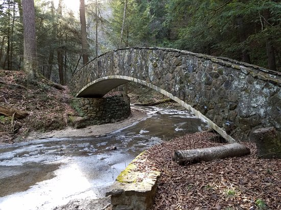 South Bloomingville, Ohio: Beautiful winter walks at Old Mans Cave