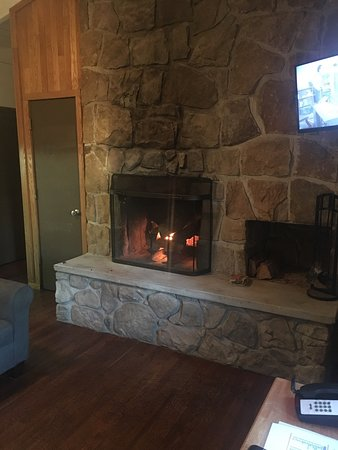 Mullens, Wirginia Zachodnia: Pictures from our visit. We loved our cabin. The fireplace was wonderful!