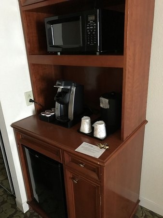 Hilton Garden Inn Virginia Beach Town Center: Convenience Area