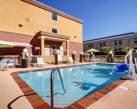 Comfort Suites: Pool