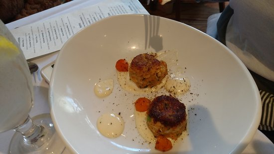 Kitchen On George: Crab Cakes - they look small but are so so good!