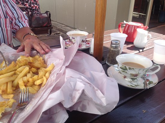 The Wharf Coffee House and Bar: Enjoying our Fish and chips, and lovely cup of tea at Thames