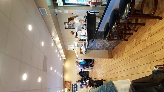 Black Mountain Coffee Shop: Large portions and seating area