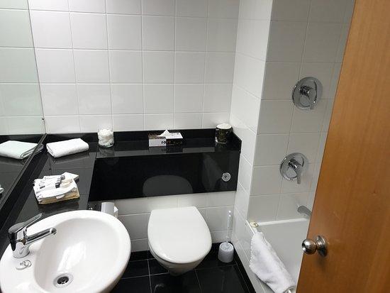 Distinction Te Anau Hotel and Villas: 清潔なバスルーム