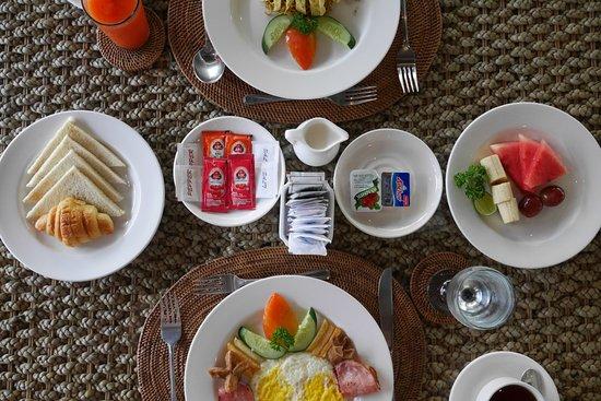The Khayangan Dreams Villas : Breakfast