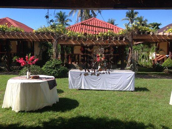 Bali Beach Garden Resort and SPA Mindoro : Cabana in front of bali garden
