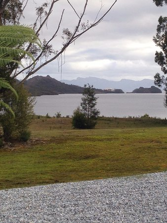 Strathgordon, Australië: view of lake Pedder from our room window