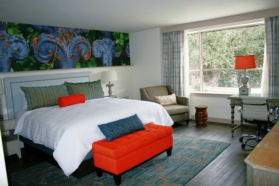 Hotel Indigo New Orleans Garden District: New Orleans Hotel Indigo King Bed Guest Room