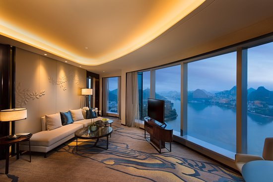 Anshun, China: King Deluxe One Bedroom Suite