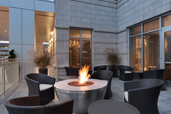Outdoor Seating Area Picture Of Hilton Garden Inn Rochester University Medical Center