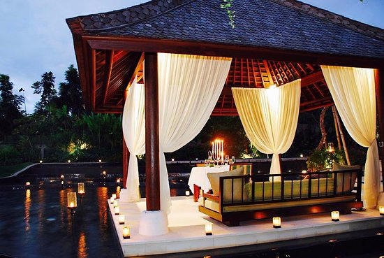 Villa Air Bali Boutique Resort & Spa: Mata Air Restaurant- Bale Premium Candle Light Dinner