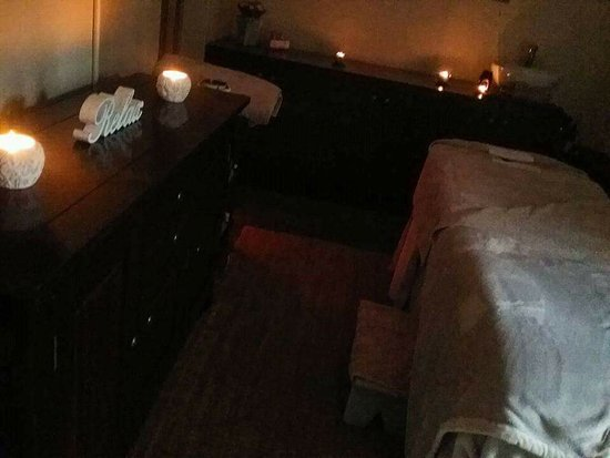 Grabouw, Южная Африка: warm cozy massage room, treatment room for facials & pedicures. heavenly bliss