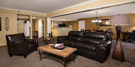 Hotel Elegante Conference & Event Center: Treat Yourself to Spacious Lodging in our Parlor Suites