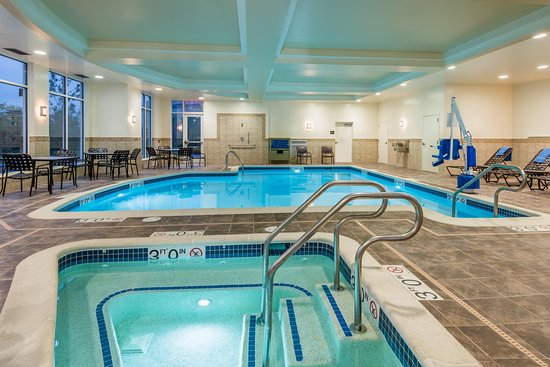 Welcoming hotel in wayne nj review of hilton garden inn for Pool show new jersey
