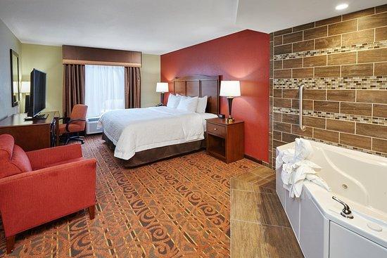 Franklin, WI: King Spa Room