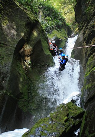 Квинстаун, Новая Зеландия: Guided rappell in the full day canyon