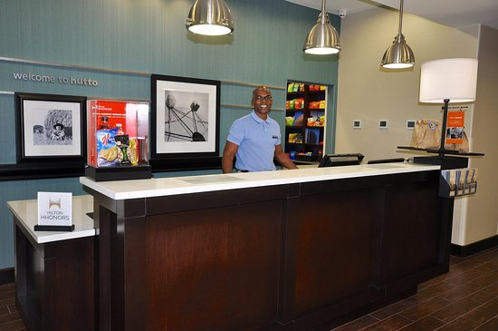 Hutto, TX: Front Desk
