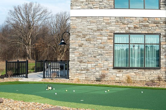 Sheffield Lake, OH: Putting Green