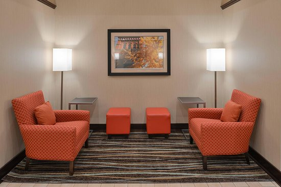 Manheim, PA: Lobby Lounge Area