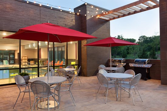 Home2 Suites By Hilton Edmond: Patio With BBQ Grill