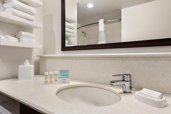 Bartow, FL: Bathroom