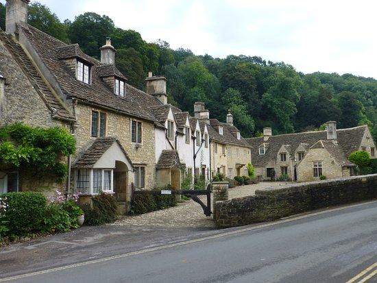 Grittleton, UK: Castle Combe village 5klm away