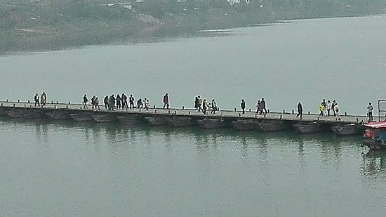 Ganzhou, Κίνα: Pontoon bridge over the Gong river.
