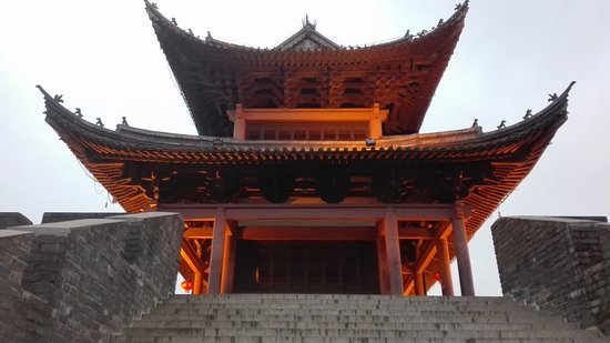 Ganzhou, Cina: Well-lit in the early evening