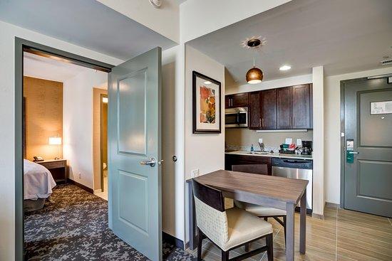 Christiansburg, VA: Suite Kitchen