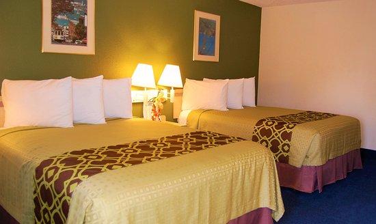 Los Banos, Kalifornia: Queen Room with Two Queen Beds - Non-Smoking / Smoking