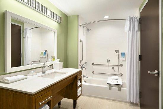 Hasbrouck Heights, NJ: Accessible Bathroom Tub