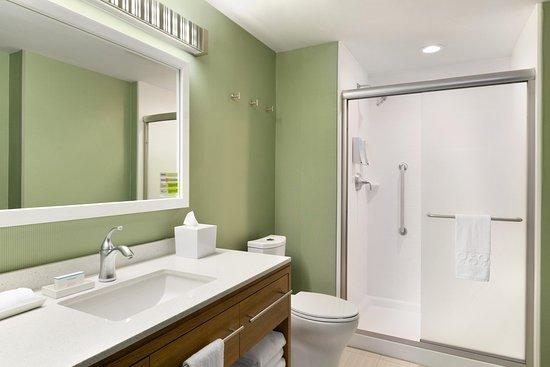 Hasbrouck Heights, NJ: Guest Bathroom