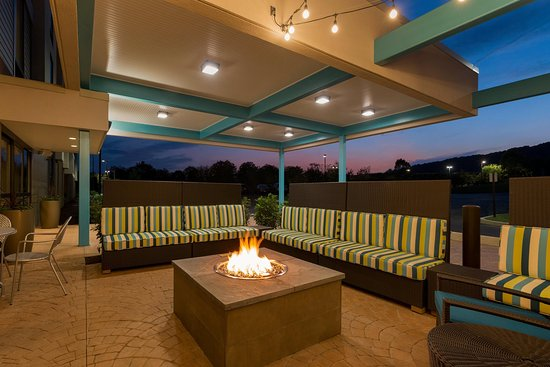 Downingtown, Pensylwania: Outdoor Lounge with Fire Pit