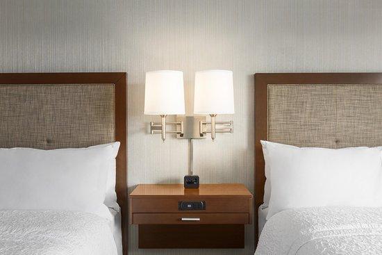Penn Yan, Estado de Nueva York: 2 Queen Guestroom, Closeup