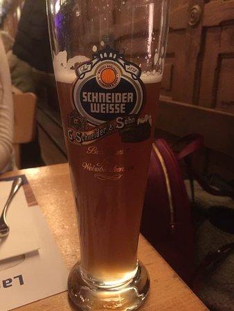 Bierhalle Wolf: Im Offenausschank erhältich. Es werden auch Russn serviert