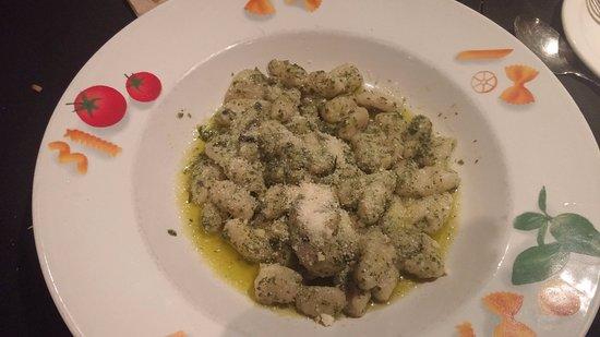 Osteria Napoli Ristorante: Gnocchi with pesto sauce; disappointingly bland