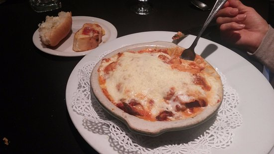 Osteria Napoli Ristorante: meat lasagna: the only good entree we had