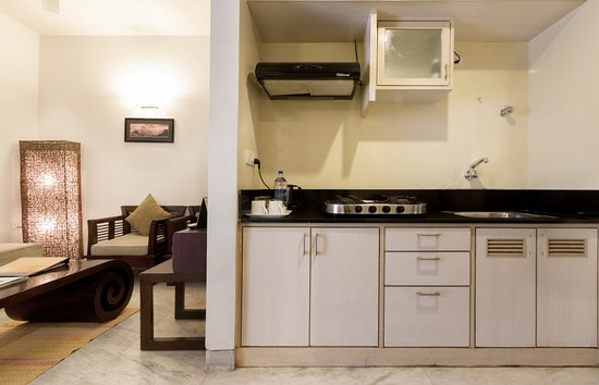 Maple Suites, Serviced Residences: Deluxe Suite - Living Room with fully functional kitchenette ! Ideal for long stays in Bangalore