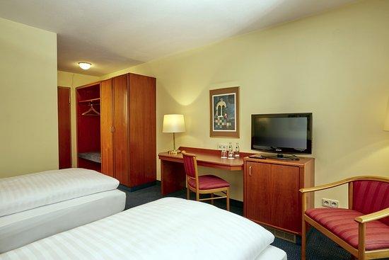 h hotel hockenheim updated 2017 reviews price comparison germany tripadvisor. Black Bedroom Furniture Sets. Home Design Ideas