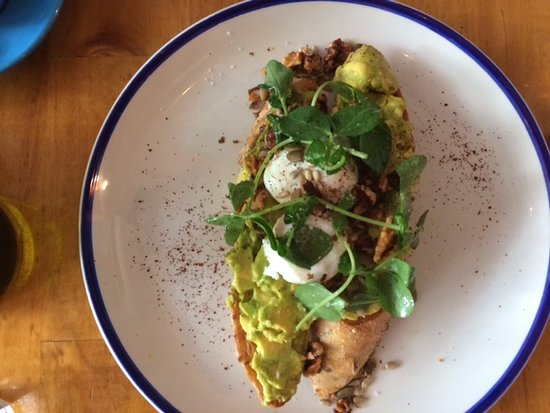 Wantirna, Αυστραλία: Smashed Avocado on Toast with Poached Eggs