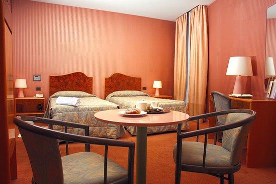 Perugia Park Hotel: Camera Doppia con ampi letti singoli e angolo salotto