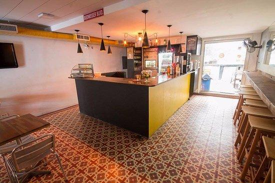 Caipi Hostel: Bar e área externa