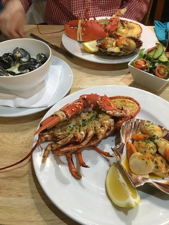 Port Charlotte, UK: Seafood platter at Lochindaal (not pictured: bread and chips!)