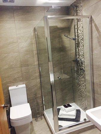 Charnock Richard, UK: All rooms have en suite bathrooms