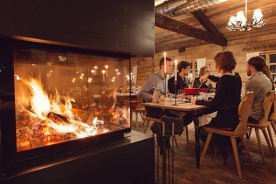Chalet zuriberg z rich restaurant bewertungen telefonnummer fotos tripadvisor - Interieur chalet berg foto ...