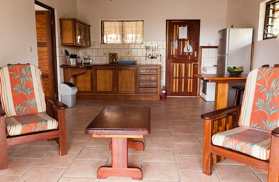 Bay View Lodge: 1-bedroom unit - living area