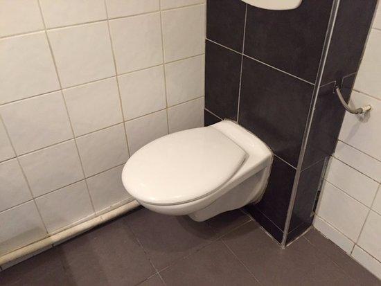 Migny Hotel Opera Montmartre Broken Bathroom Like A Rocking Chair